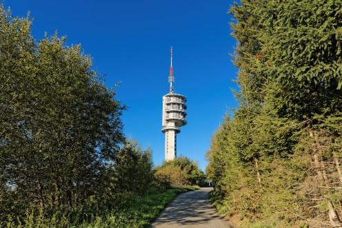 L'antenne du Gibloux vue du chemin d'accès