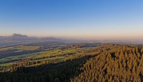 Vue de la tour du Gibloux sur les Monts de Riaz